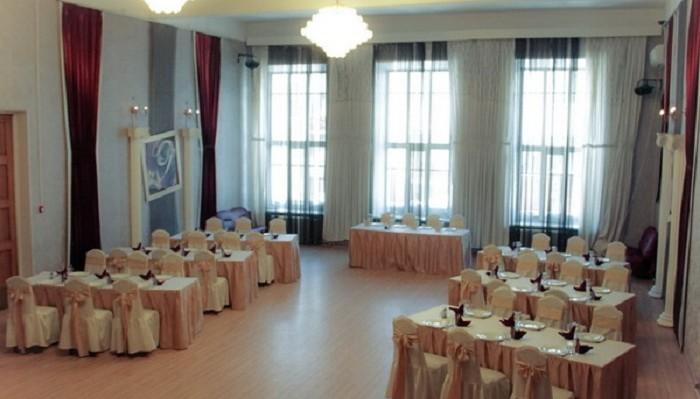Versailles hall