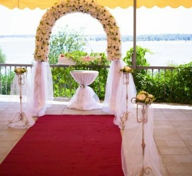 Прекрасная терраса с видом на реку Волгу специально для Вашего праздника!