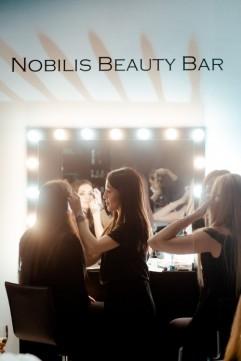 Nobilis Beauty Bar предлагает Вам сделать макияж, укладку и экспресс-маникюр не только качественно, быстро, но и одновременно!