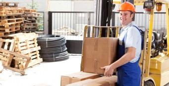 Работает служба по доставке и отгрузке продукции