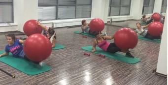 Woman fitness - силовой урок с использованием различного оборудования