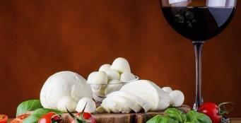 При заказе бутылки Cantine Lunae - порция Моцареллы в подарок!