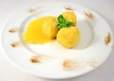 Сыр жареный «Le Balсon» с персиковым соусом