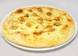 пицца  с грушей, горгонзолой и грецким орехом