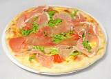 пицца с моцареллой, буффало и сыровяленной ветчиной