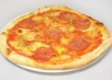 пицца с горгонзолой, салями и луком