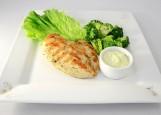 Филе куриное с припущенным брокколи и сливочным соусом