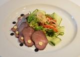 Салат с ростбифом, свежими грибами и маринованными грибами