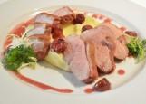 Грудка утки в вишневом соусе с картофельным пюре