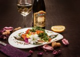Капри - салат мз рукколы, семги и моцареллы
