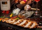 Сарбона - грудка Цесарки с томатами и моцареллой