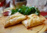 Слоеные хачапури с сыром и зеленью