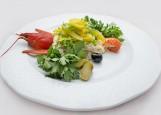 Салат «Старорусский» с рыбкой благородной и раковыми шейками