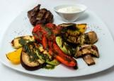 Стейк из говядины с овощами гриль