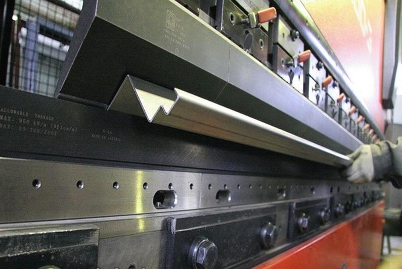 завод по изготовлению металлических дверей с домофоном